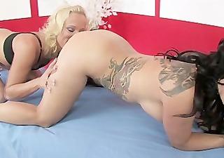 sexy lesbo massage
