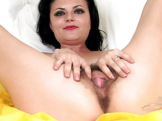 aged hairy vivienne squirts on the bed