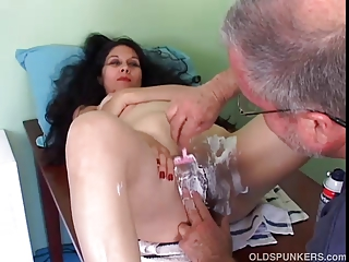 Pretty mature latina gets her pussy shaved